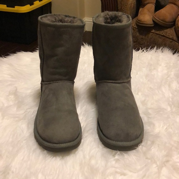 UGG Women's Classic Short Gray Boots Size 9